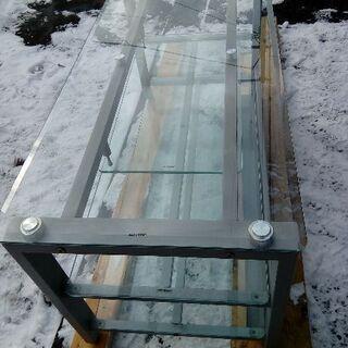 重厚なガラス テレビボード