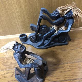 アジアンテイストの木製の置物