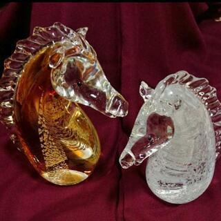 ガラスの馬の置物