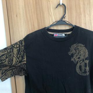 COUGARのTシャツ