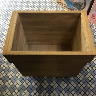 キャスター付き 木箱