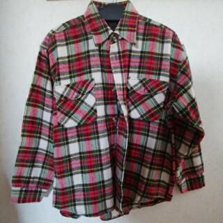 赤チェックシャツ