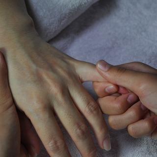 ハンドセラピー施術体験講座 ~どこでも誰でも役に立つ技をち…