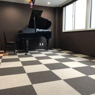 リトミック他に 広々土足禁カーペット15畳 グランドピアノ