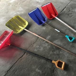 雪かき道具4つ
