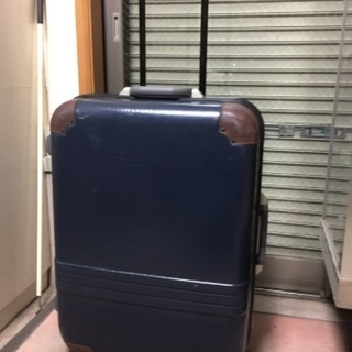 高級スーツケース!軽くて頑丈です!