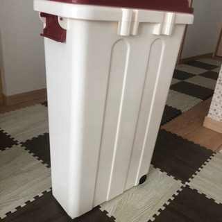 【0円】【あげます】キャスター付ふた有ゴミ箱