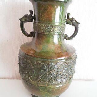 陶器のずっしりした取っ手付き模様入り花瓶