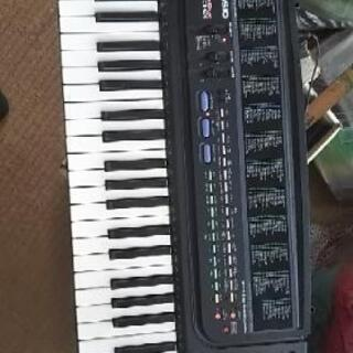 CASIO電子ピアノ シンセサイザー黒あります。