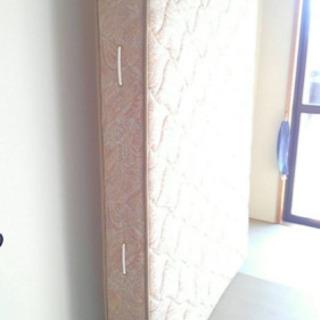 セミダブルベッドのマット差し上げます。甲府南警察署近所まで引き取り可能なかたの画像