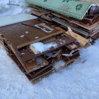 家具を解体し後の廃材