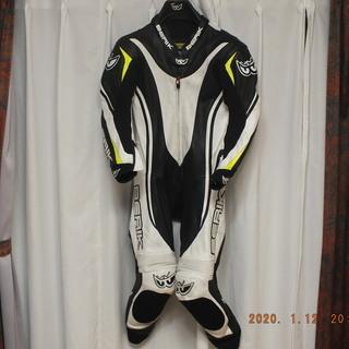 Berikレーシングスーツ売ります。