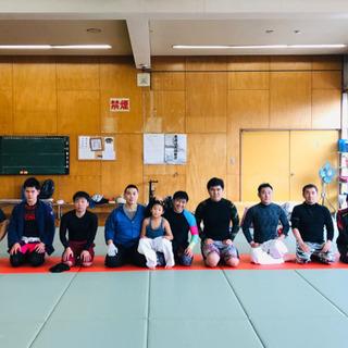女性も参加してます(^-^)格闘技練習会