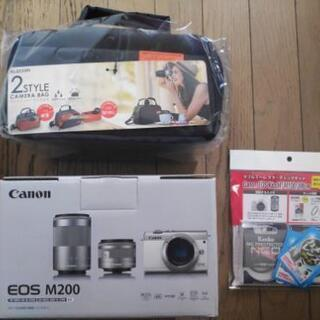 Canon Eos m200 黒 ダブルズームキットの新品未使用...