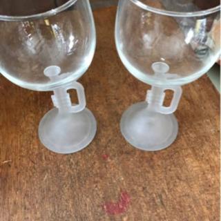 ラッパのレリーフのグラス二つセット