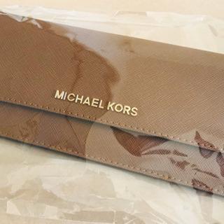 マイケルコースニつ折り財布