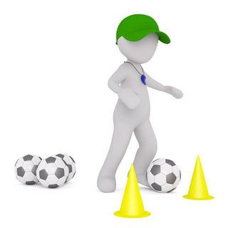 サッカーを指導します。