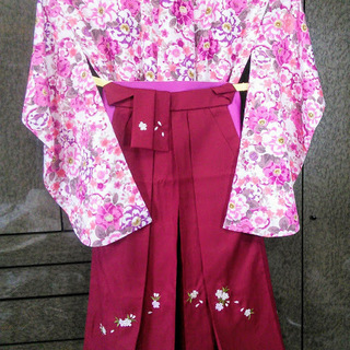 二尺袖白地ピンクフラワー着物・袴・帯・伊逹衿 4点セット