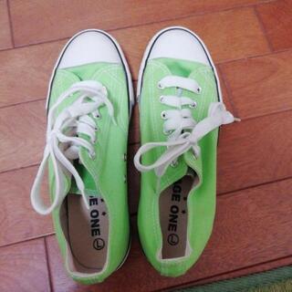 グリーンのスニーカーを譲ります。