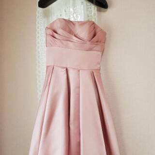 ピンクのパーティードレス