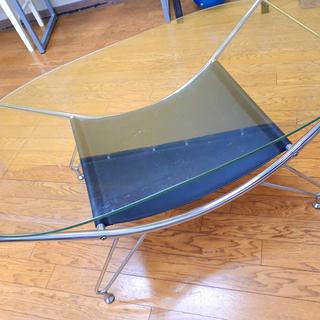 楕円ガラスのセンターテーブル