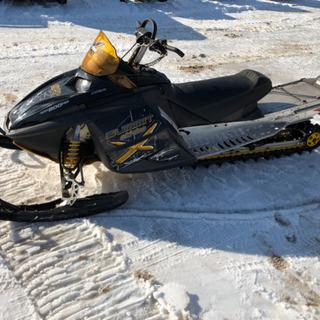 ski-dno 800 スノーモービル