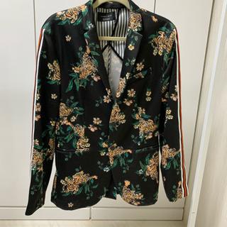 激安プラス!✨定価12800円   春物! 薄でのジャケット売ります。