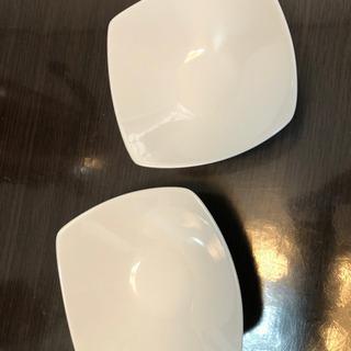 白い小鉢2枚