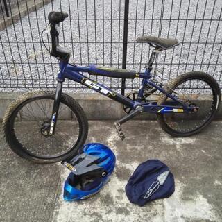 大人用BMX レーサー、フルフェイスタイプヘルメットのセット