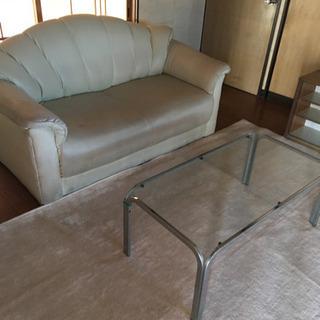 2人掛けソファー&ガラステーブル&カーペット