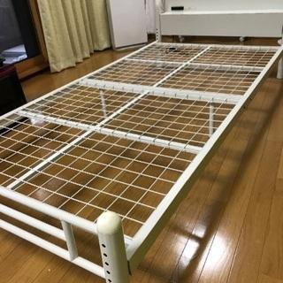 シングルベッド 金属フレーム コンセント付き ホワイト 組み立て式