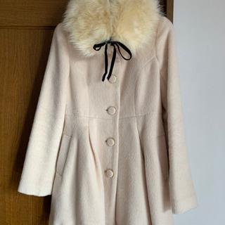 可愛らしいコートです