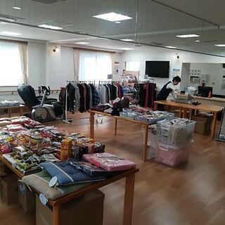 衣類の値段つけや出張販売準備などの倉庫作業スタッフ、老人ホームや...