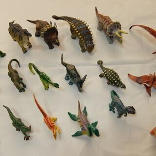恐竜のフィギュア 大小18個(割と精巧な造りです)