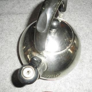 笛吹ケトルやかんと鍋敷き2個「特売品」