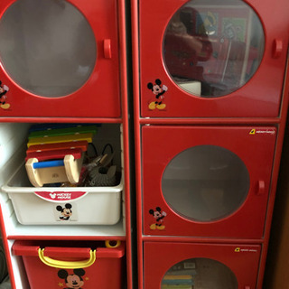 子供用おもちゃ収納BOXと本棚