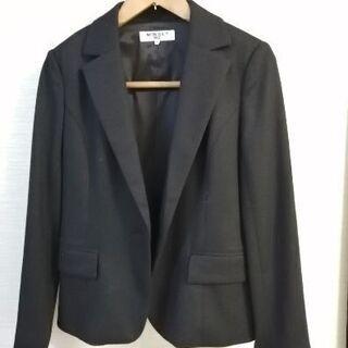 ナチュラルビューティーベーシック 黒 ウール スカートスーツ