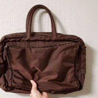 茶色の軽量バッグ