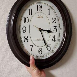 オーバル型の掛け時計