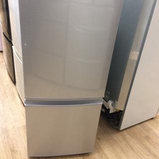 SHARPの2ドア冷蔵庫です。