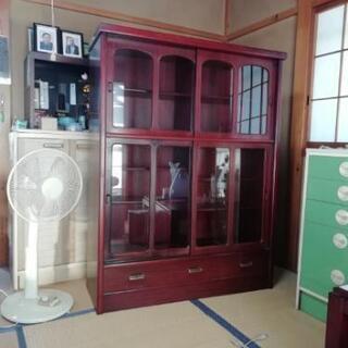 桐和タンス、食器棚3つまとめて売ります。