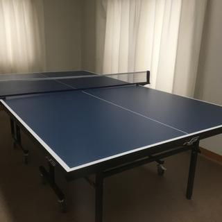 《新品同様》国際規格サイズの卓球台(移動キャスター付)
