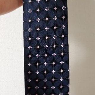 人とは一味違った柄のネクタイ