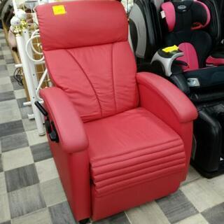赤いリクライニングソファー