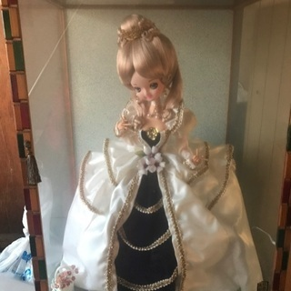 ガラスケース人形