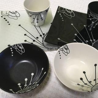 HANAE MORI  お皿、カップ 器のセットです。