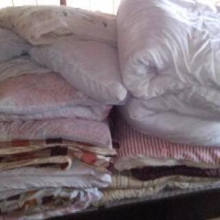 布団類多数あります。