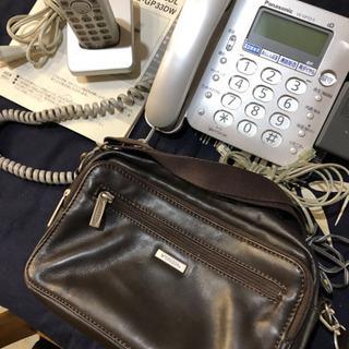 電話機とショルダーバッグ