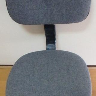 事務所用品の椅子をお譲りします。
