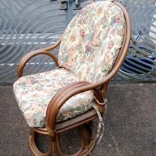 籐椅子(回転式) 360度回転する仕組みの、高級籐椅子です。